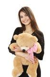 Menina de cabelos compridos agradável com um urso do brinquedo Fotos de Stock