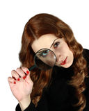 Menina de cabelos compridos que olha através da lente Imagem de Stock