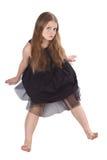 A menina de cabelos compridos que senta-se no assoalho Imagens de Stock