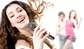 Menina de canto Imagens de Stock Royalty Free