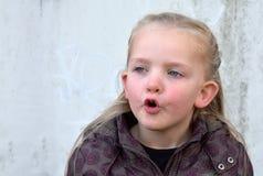 Menina de canto Fotos de Stock