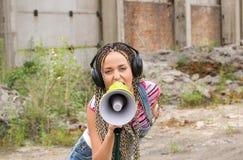 Menina de canto Fotografia de Stock Royalty Free