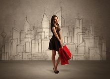 Menina de compra com os sacos na cidade tirada Fotos de Stock Royalty Free