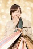 Menina de compra de sorriso Imagens de Stock Royalty Free