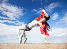 Menina de dança bonita no movimento Fotografia de Stock Royalty Free
