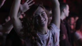 Menina de dança no festival filme