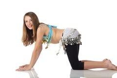 Menina de dança nova da barriga Fotos de Stock