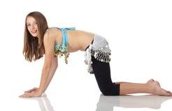 Menina de dança nova da barriga fotografia de stock royalty free
