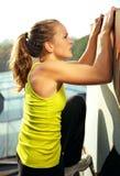 Menina de escalada de Parkour Foto de Stock