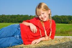 Menina de exploração agrícola loura nas tranças. Imagens de Stock Royalty Free