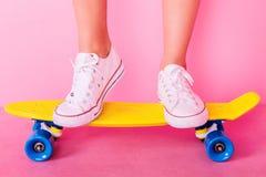 Menina de Extrem com skate Fotografia de Stock