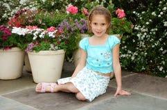Menina de flor bonita foto de stock royalty free