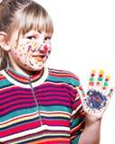 Menina de Fuuny - mãos e cara coloridas Fotos de Stock Royalty Free