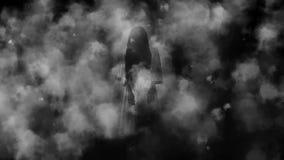 Menina de Ghost no terror de noite da névoa imagens de stock royalty free