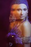 Menina de Glamor na jóia bonita no movimento imagem de stock royalty free