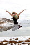 Menina de Jamping Fotos de Stock Royalty Free
