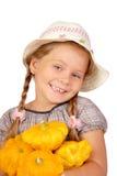 Menina de Llittle com abóboras do arbusto em um branco Imagem de Stock Royalty Free