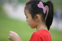 Menina de pensamento chinesa Imagens de Stock Royalty Free