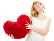 Menina de pensamento com um coração Foto de Stock Royalty Free