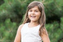 Menina de riso com cabelo longo imagem de stock royalty free