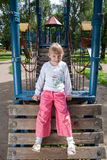 Menina de riso em um campo de jogos Foto de Stock Royalty Free