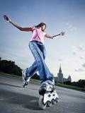 Menina de Rollerblading Fotografia de Stock