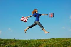 Menina de salto Imagens de Stock Royalty Free