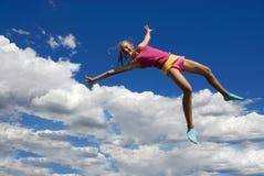 Menina de salto cor-de-rosa   imagens de stock royalty free