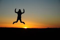 Menina de salto na terra Imagens de Stock Royalty Free