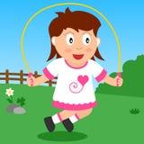Menina de salto no parque Fotos de Stock Royalty Free