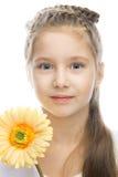 Menina de sorriso bonita com flor amarela Foto de Stock Royalty Free