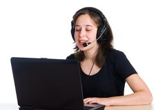 Menina de sorriso com auriculares Fotos de Stock Royalty Free