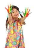 Menina de sorriso com mãos pintadas Fotografia de Stock Royalty Free