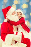 Menina de sorriso com Papai Noel Imagens de Stock