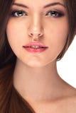 Menina de sorriso com pele e cabelo saudáveis Fotografia de Stock Royalty Free
