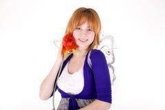 Menina de sorriso com uma flor Foto de Stock