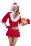 Menina de sorriso de Papai Noel com caixa de presente Fotos de Stock Royalty Free