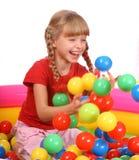 Menina de sorriso do aniversário com bal do jogo Imagem de Stock Royalty Free