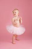 Menina de sorriso do bebê de um ano que veste um tutu cor-de-rosa Foto de Stock Royalty Free