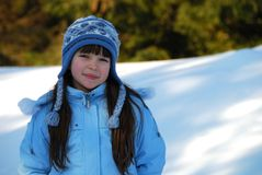 Menina de sorriso do inverno imagens de stock