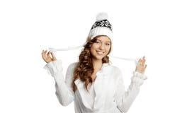 Menina de sorriso do inverno em um fundo branco Imagens de Stock Royalty Free