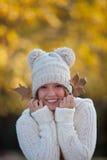 menina de sorriso feliz do outono Imagem de Stock Royalty Free