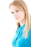 Menina de sorriso na blusa de turquesa foto de stock