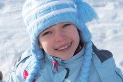 Menina de sorriso na roupa do inverno fotos de stock
