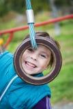 Menina de sorriso no campo de jogos nos esportes Foto de Stock