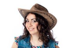 Menina de sorriso no chapéu de vaqueiro Fotografia de Stock Royalty Free
