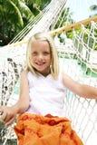 Menina de sorriso no hammock Foto de Stock Royalty Free