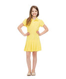 Menina de sorriso no vestido amarelo Fotos de Stock Royalty Free