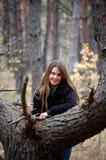 Menina de sorriso nova Imagens de Stock Royalty Free