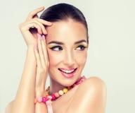 Menina de sorriso nova Fotos de Stock Royalty Free
